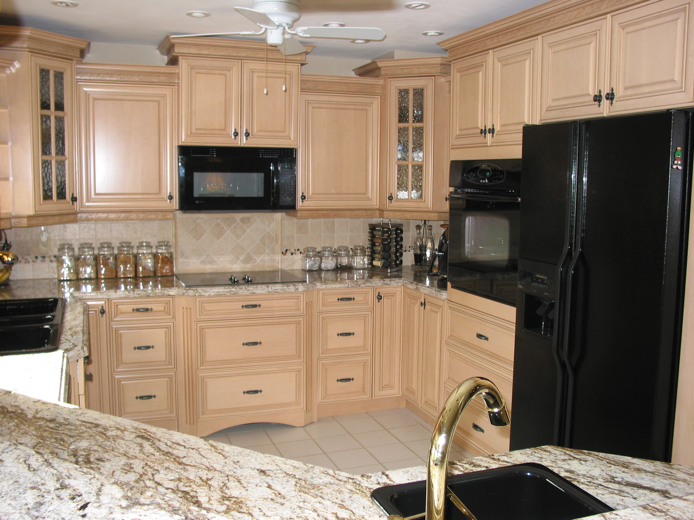 Perfect White Kitchen Cabinets with Black Appliances 2272 x 1704 · 1669 kB · jpeg