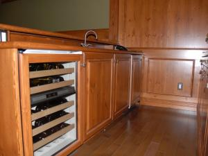 Built-in wine store, bar sink