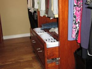 Pull-out drawers suitable for laundry bins