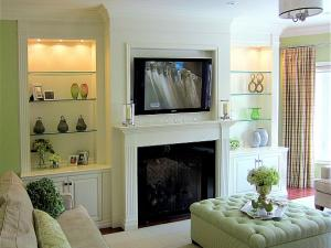 TV set into a case above the fireplace, sublime elegance